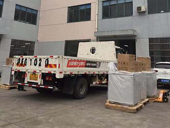 卢湘仪离心机六台大机器发往某生物制药公司